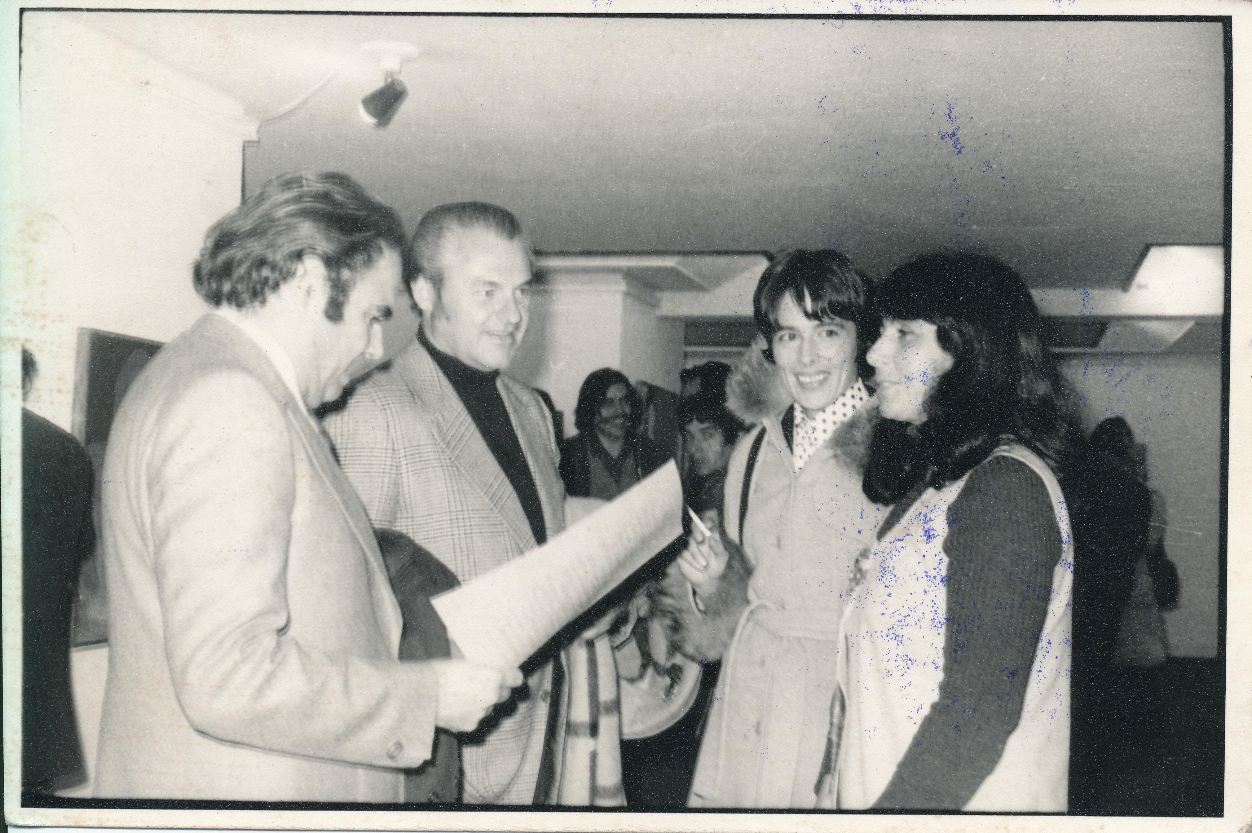 Amparo Muñoz Quesada Fotos osvaldo sunkel en la inauguración de la exposición de roser
