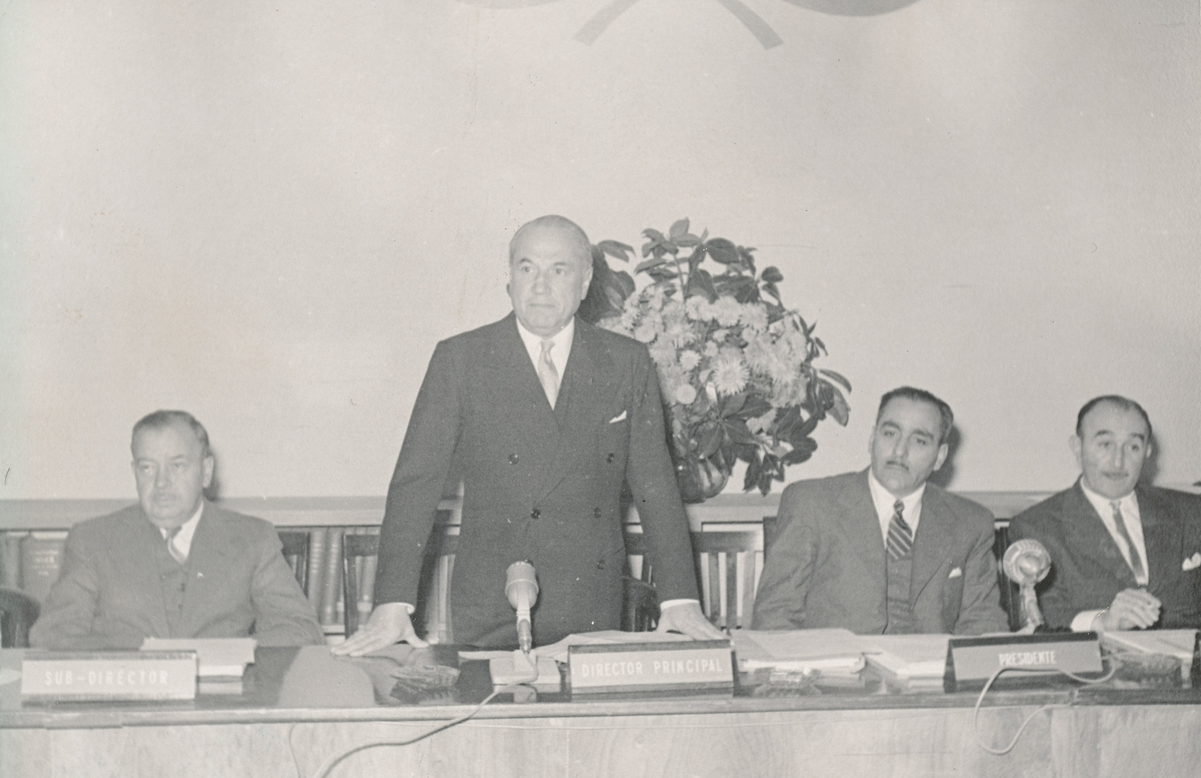 Raúl Prebisch en el Cuarto Comité Plenario de la CEPAL ...